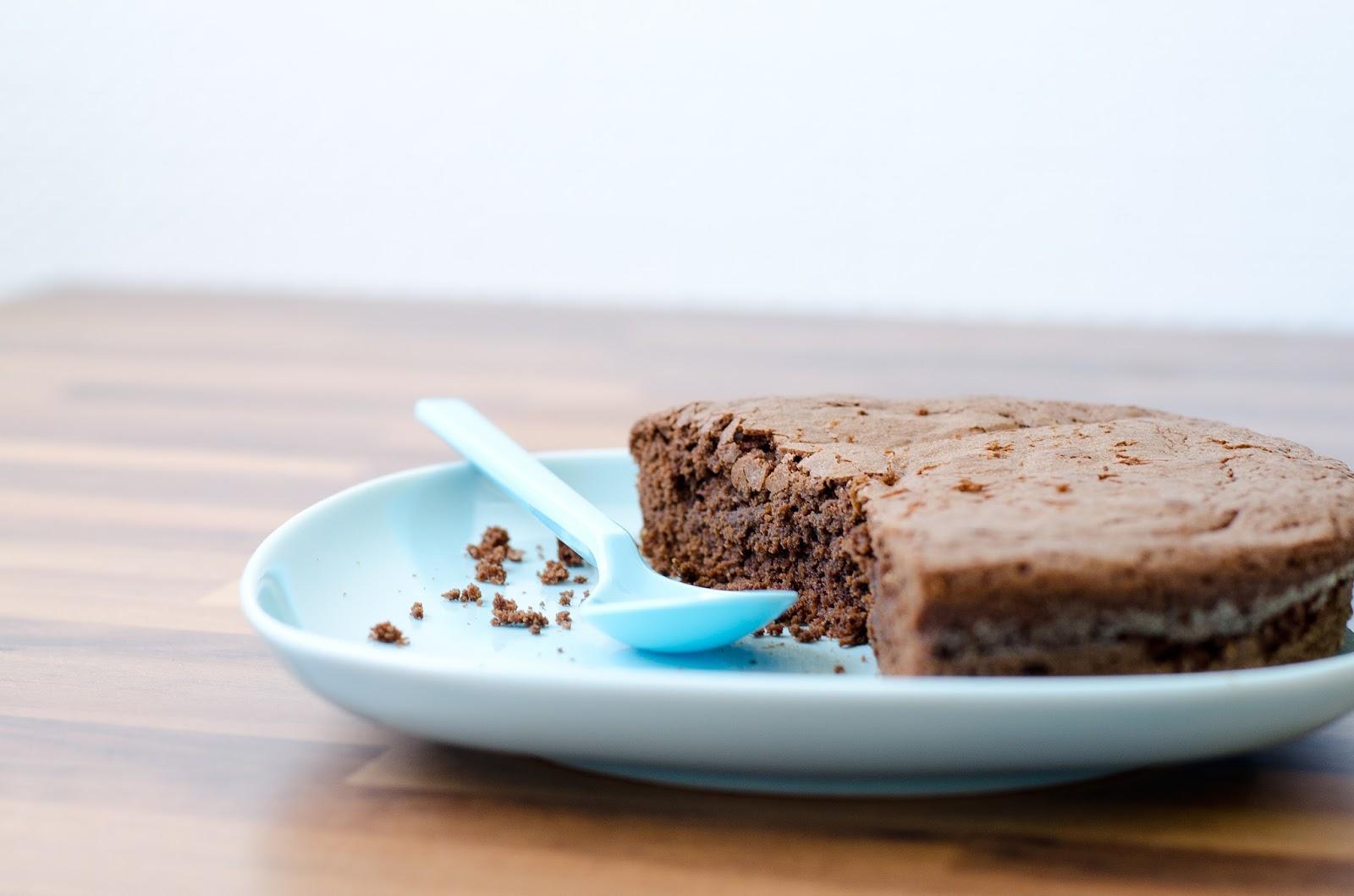 Mince je n'ai plus que 2 oeufs et j'ai un gâteau au chocolat à faire