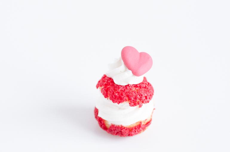 Choux vanille, framboise et craquelin pour la Saint-Valentin