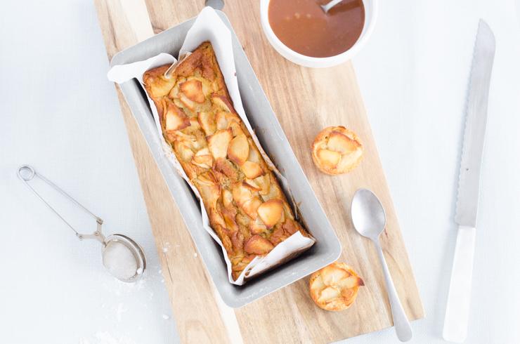 Gâteau fondant pommes et sauce caramel beurre salé